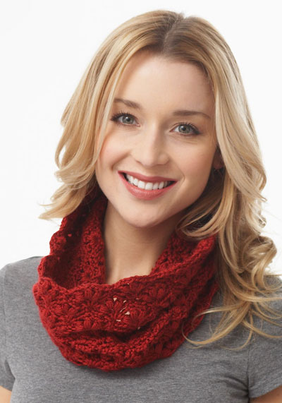 Lacy Cluster Cowl (crochet)